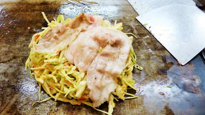 How to Make an Okonomiyaki Hiroshima-style