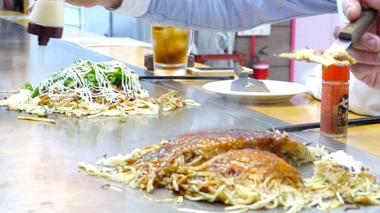 How to Make an Okonomiyaki Hiroshima-style