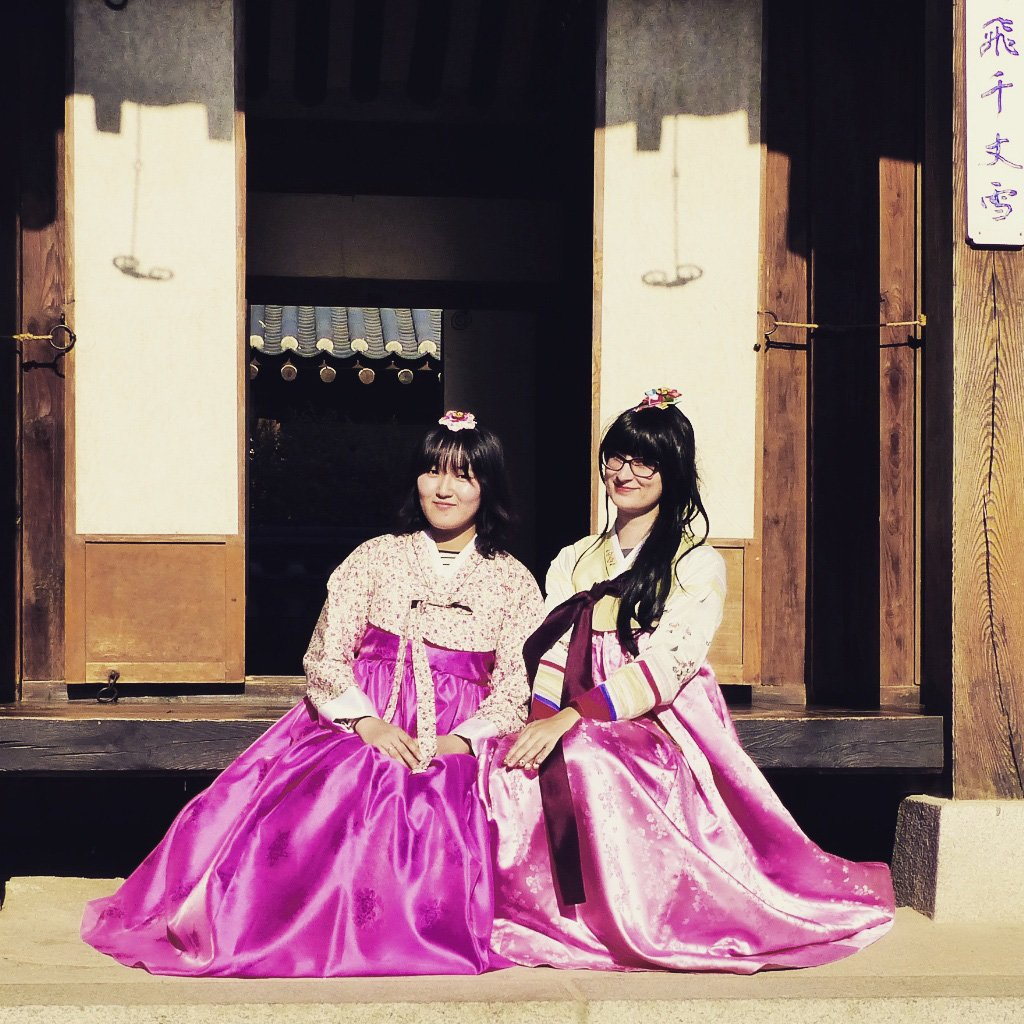 Solo world travel idea - hanbok in Seoul