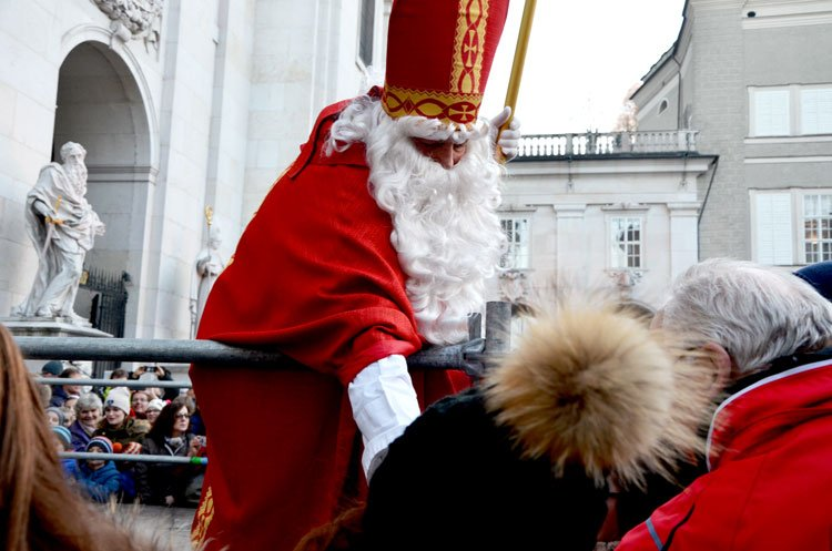 Nikolaus handing out treats in Salzburg